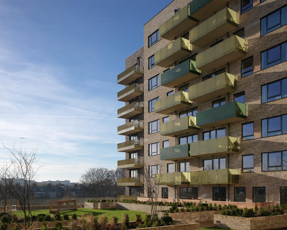The South Acton project is an ambitious £600m regeneration programme being undertaken to redevelop the original South Acton Estate. The 15-year scheme is transforming the area into a new urban village of 2,700 homes and reconnecting the estate to the wider neighbourhood. Community facilities include cafés, nurseries, supermarkets and a new public square.